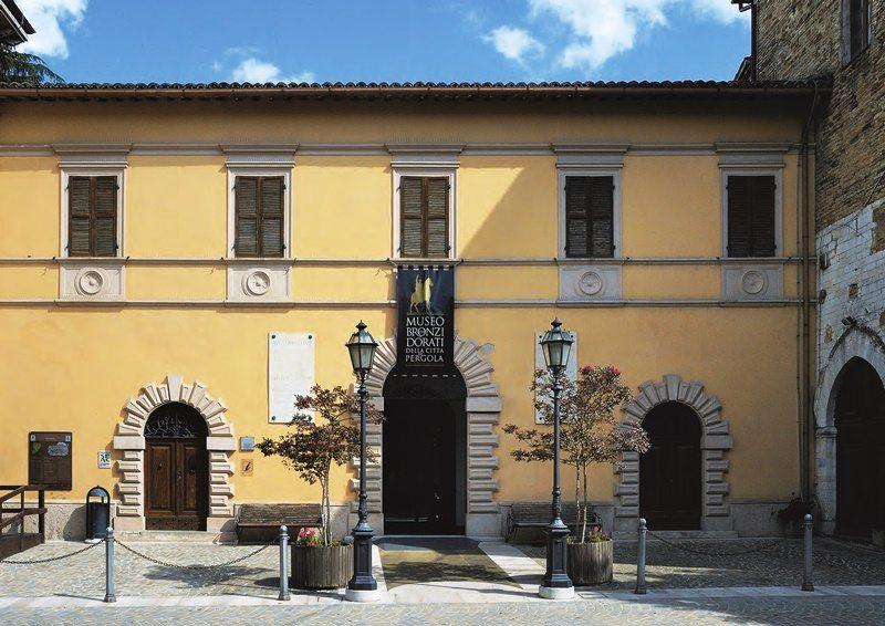 L'entrata del Museo dei Bronzi Dorati, Pergola (PU)