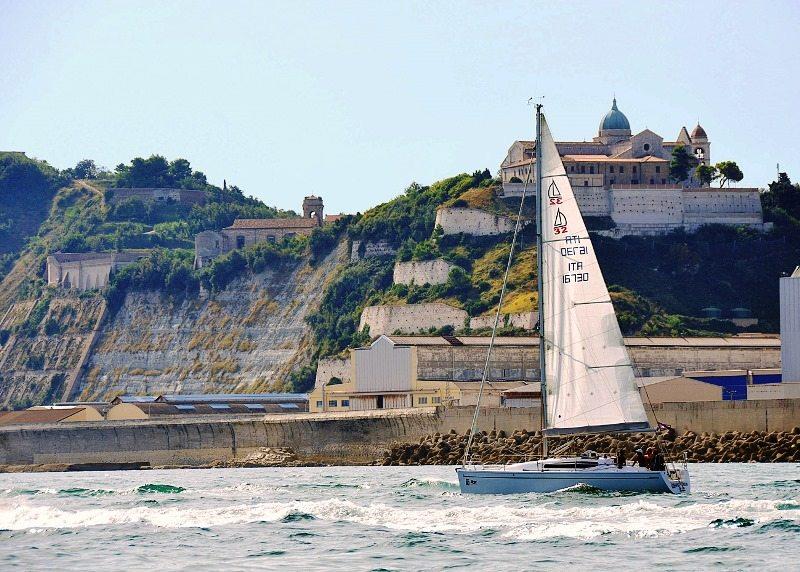 Una gita in barca a vela sul mare Adriatico