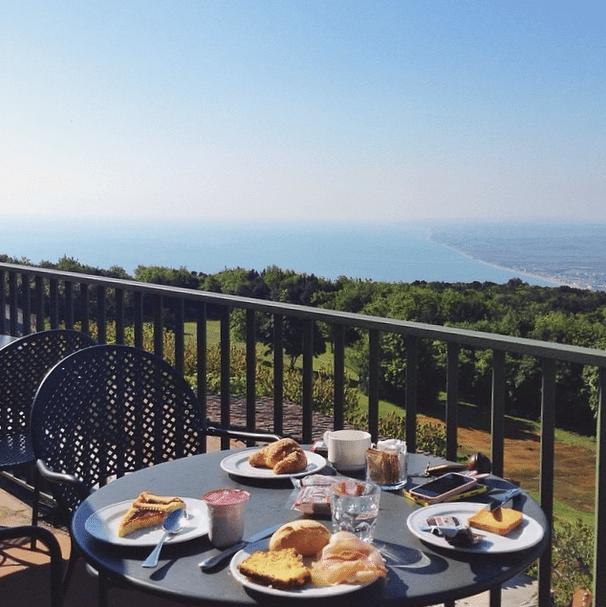 Colazione sulla Riviera del Conero, foto di Tianapix su Instagram