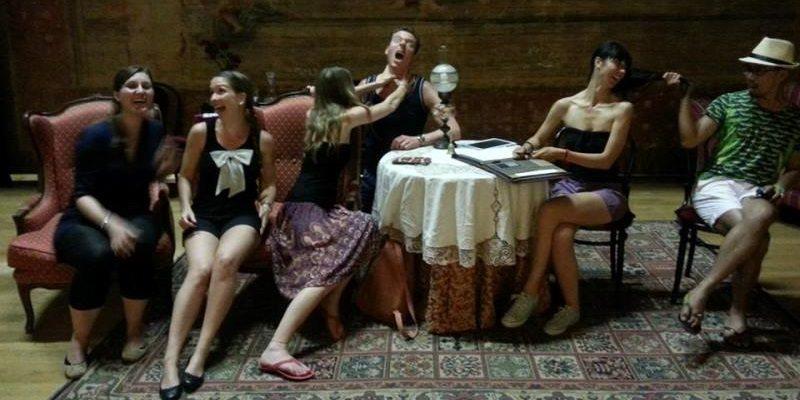 Al teatro di Corinaldo, i blogger stranieri fanno le prove! #ilovesenigallia