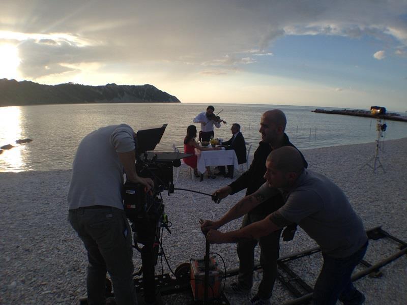 Un momento delle riprese nella zona del Monte Conero