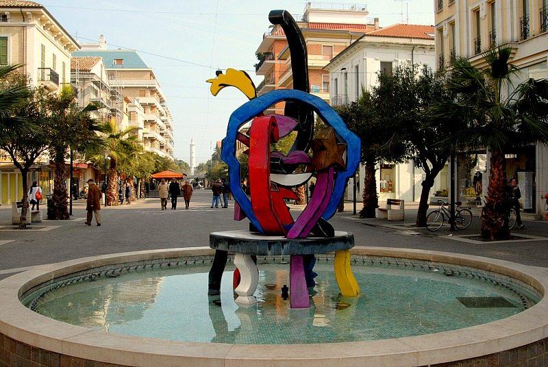"""San Benedetto del Tronto e """"Allegro"""" monumento di Nespolo"""