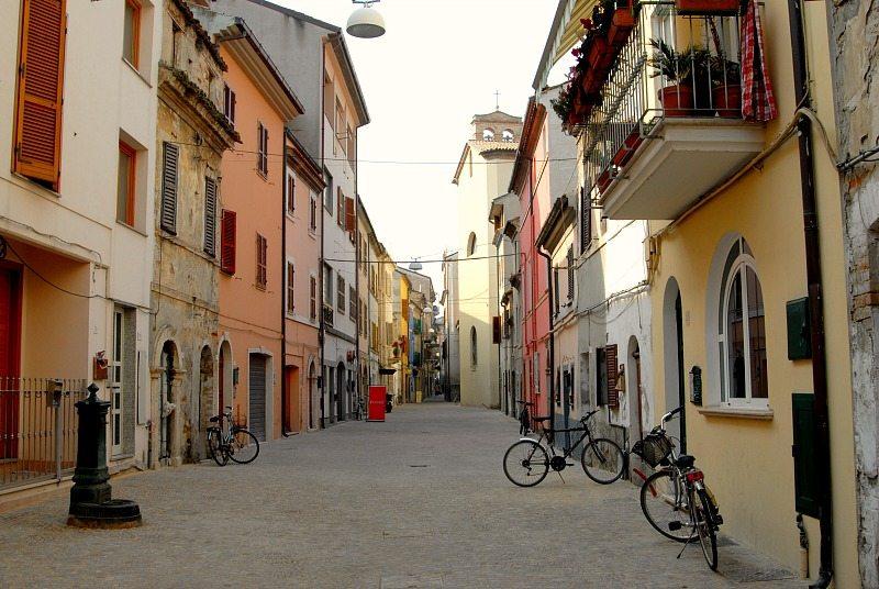 Scorci delle vie del vecchio incasato di San Benedetto del Tronto
