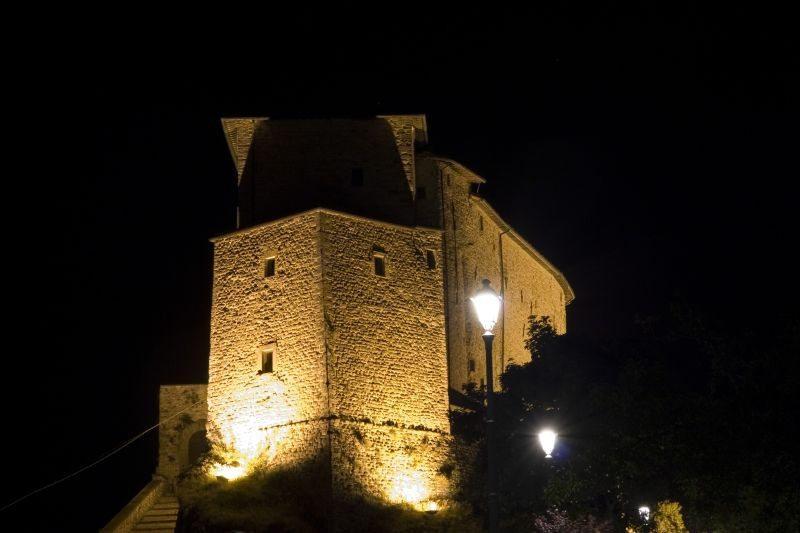 Il Castello di Frontone © Alessio Michelini