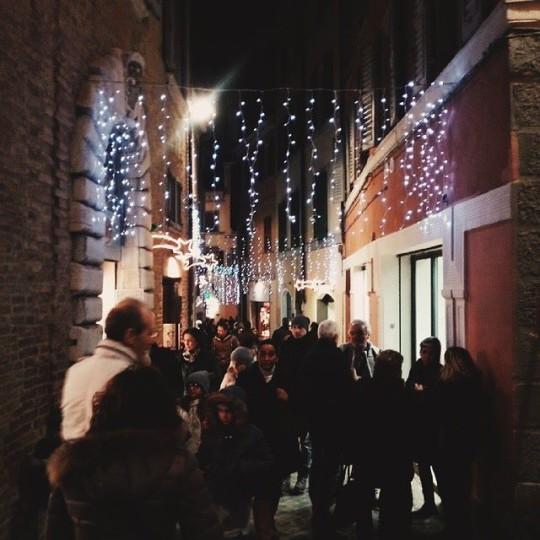 Shopping natalizio in via degli Orefici, Ancona (AN) © lupusvirtus on Instagram