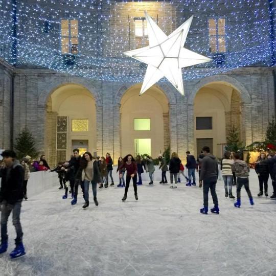 Pattinaggio sul ghiaccio nel Collegio Raffaello, Urbino © Città di Urbino