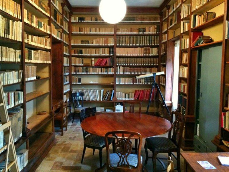 La biblioteca dell'Eremo di Monte Giove, Fano.