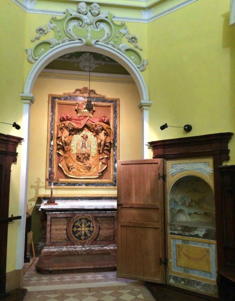La sala del Capitolo, interno della chiesa dell'Eremo di Monte Giove, Fano.