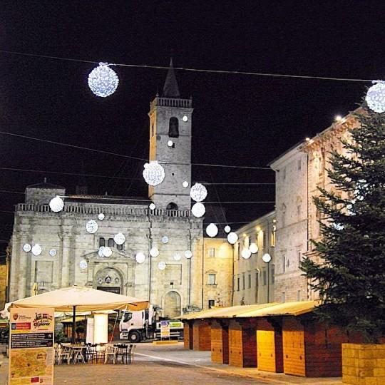 L'atmosfera natalizia di Piazza Arringo ad Ascoli Piceno (AP) © parrucca74 su Instagram