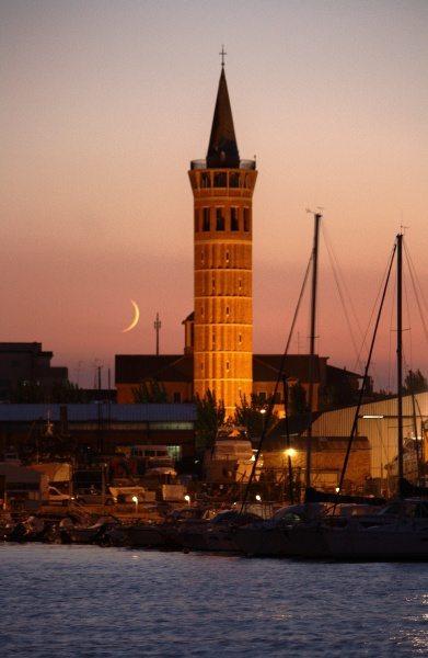 Il faro di Civitanova Marche nel campanile della Chiesa di Cristo Re