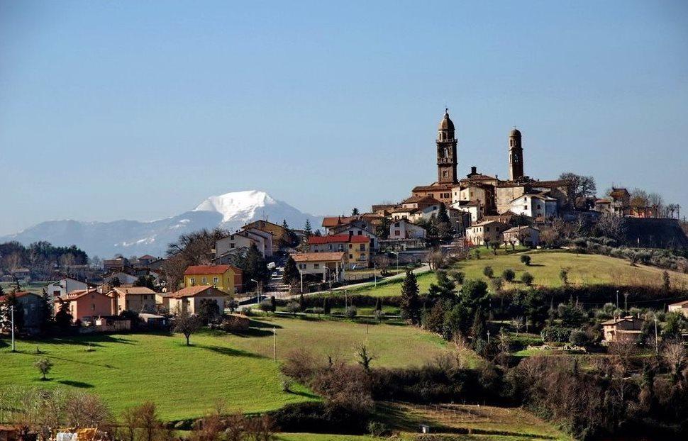 Veduta di Orciano di Pesaro © Giuliano Mangani su Panoramio