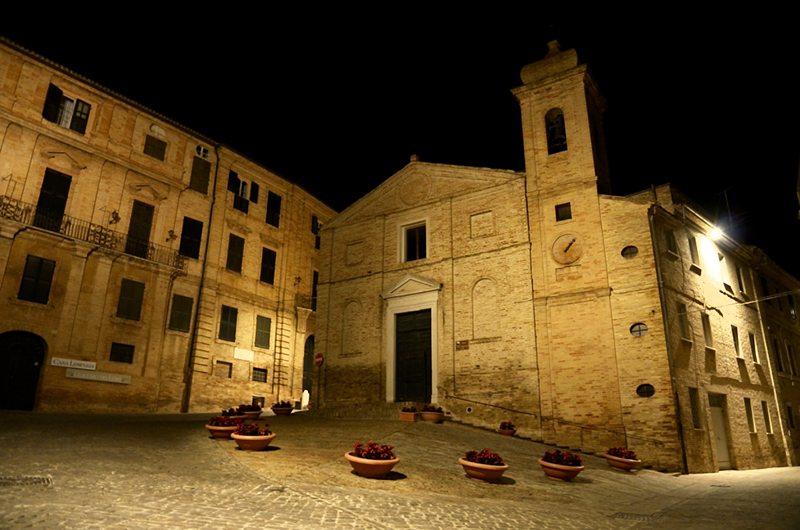 """La piazza della celebre poesia """"Il sabato nel villaggio"""", Recanati © Adriana Pierini"""