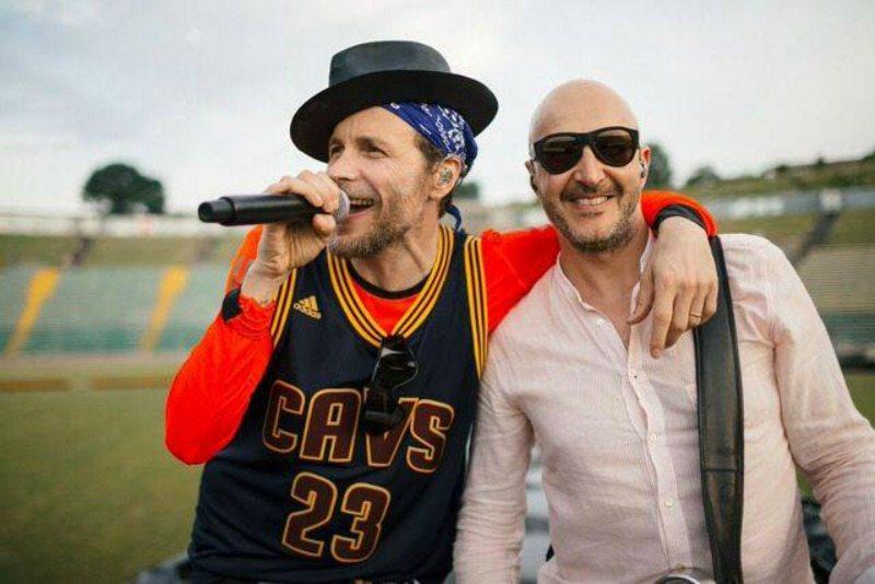 Jovanotti e Saturnino durante le prove del nuovo show