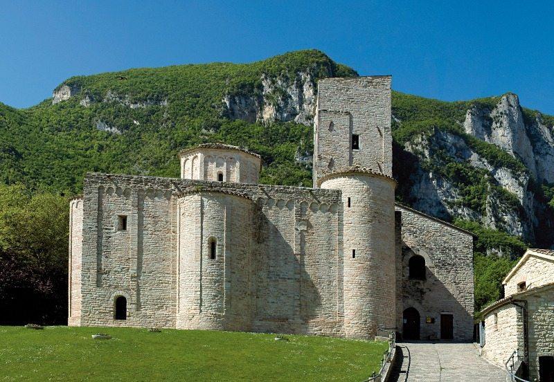 Abbazia di San Vittore delle Chiuse © Piero Principi