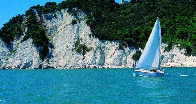 conero in barca a vela