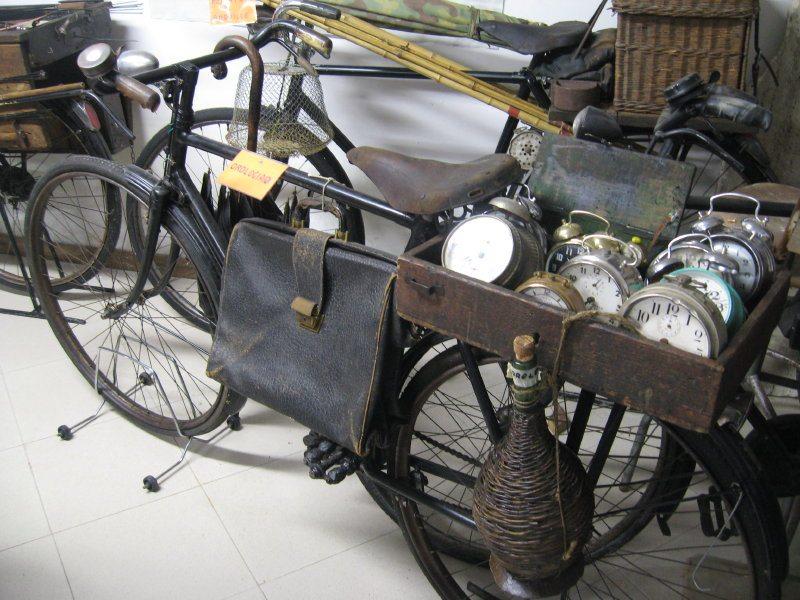 La bicicletta dell'orologiaio il Museo degli Antichi Mestieri della strada di Massa Fermana (FM)
