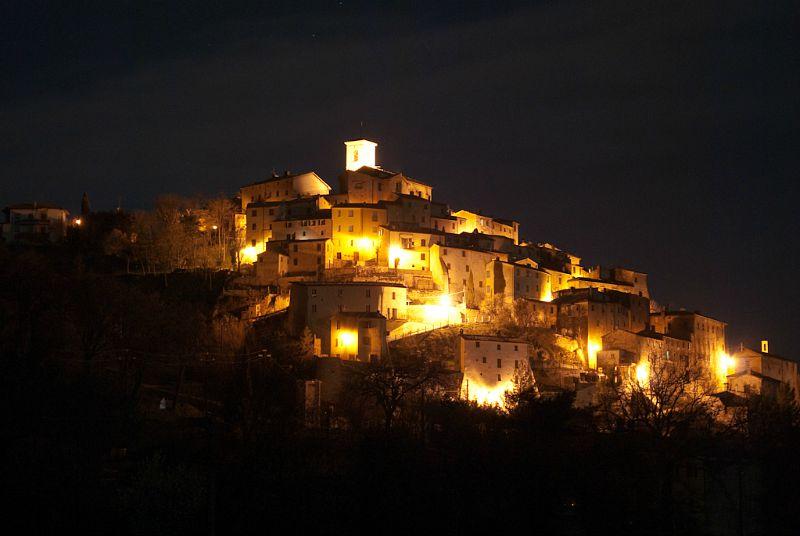 Palazzo, uno dei castelli di Arcevia - Foto di Davide (FLickr Licenza Creative Commons)