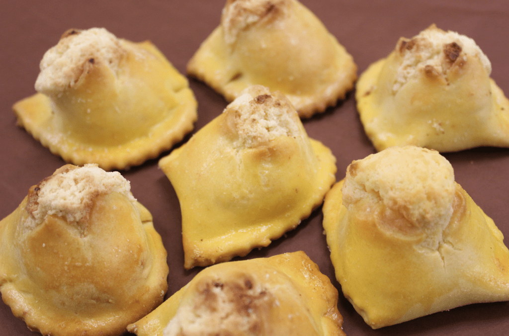 I calcioni, ricetta tipica di Serra San Quirico © Why Marche
