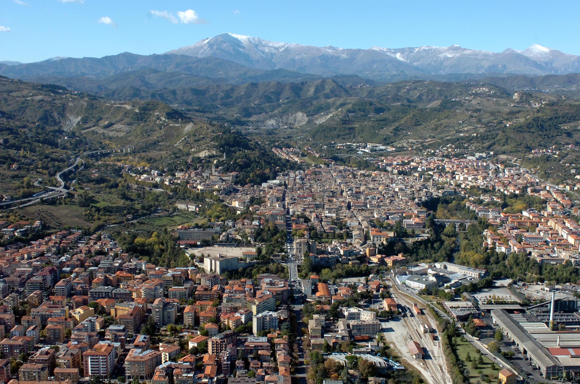 Una veduta aerea di Ascoli Piceno  © Foto Spot