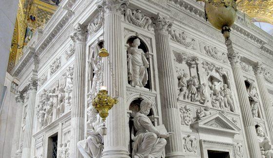 Rivestimento marmoreo della santa Casa di Loreto - Foto www.santuarioloreto.it