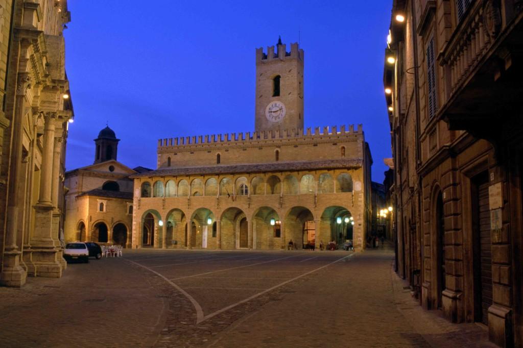offida-piazza-del-popolo-002-foto-di-stefano-taffoni