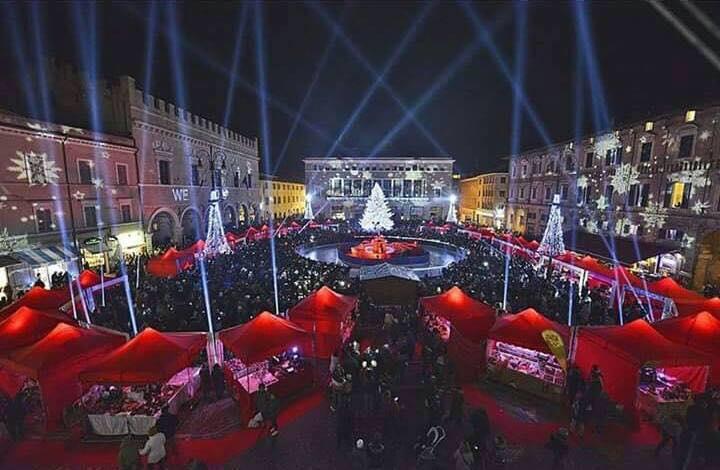 Pesaro nel cuore: il natale che non ti aspetti in piazza del Popolo