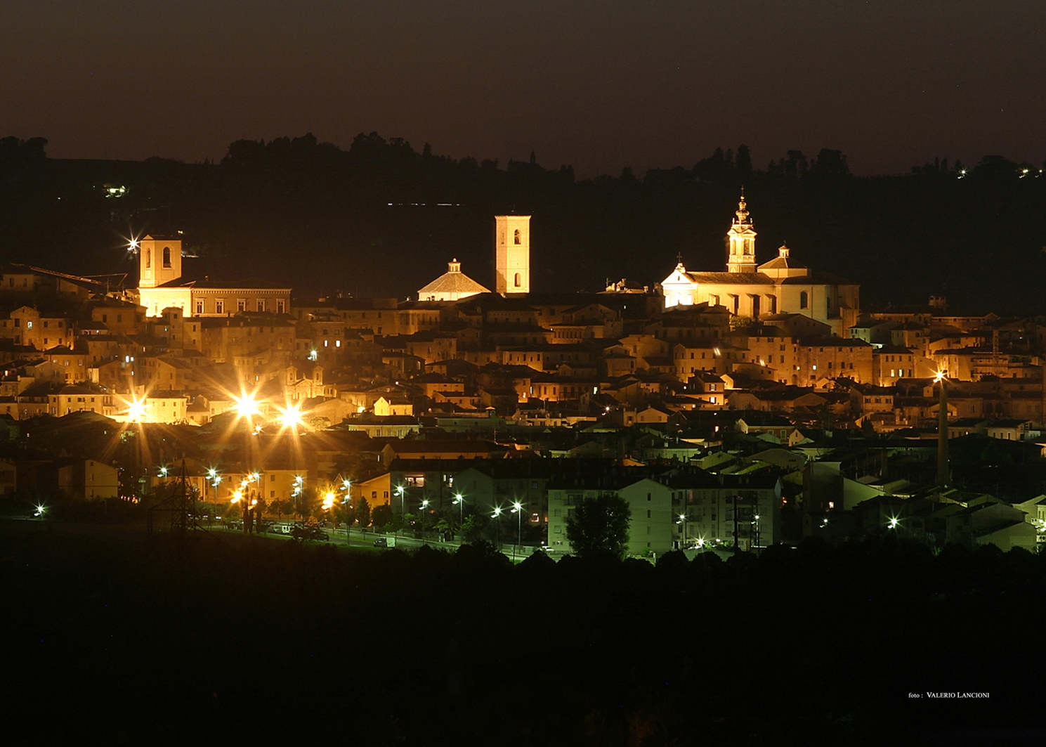 Jesi,  veduta notturna della città © V. Lancioni