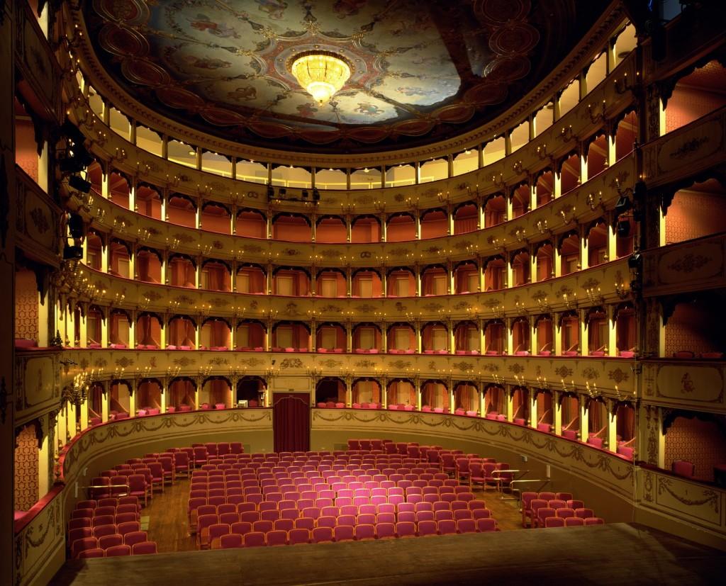 Pesaro_teatro Gioacchino Rossini interno
