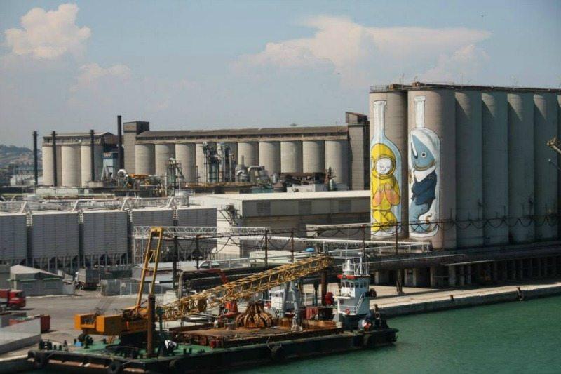 Silos, porto di Ancona, Blu e Ericailcane, 2008, wallpainting Bottles © POPUP! Festival