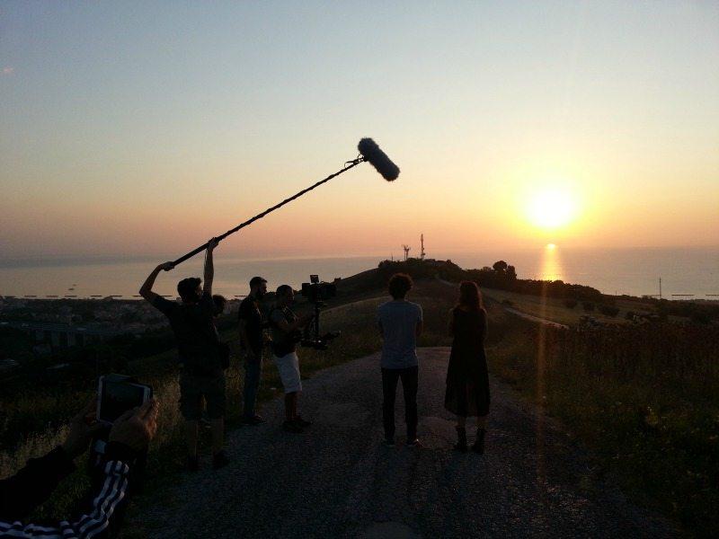 """Scena del film """"Come saltano i pesci"""" a Porto San Giorgio. Foto di Multivideo"""