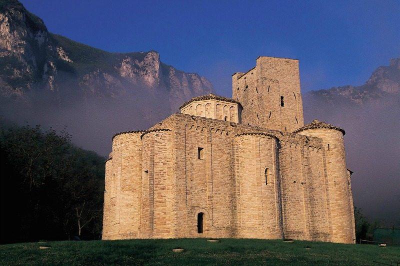 Abbazia San Vittore delle Chiuse. Foto Turismo Marche