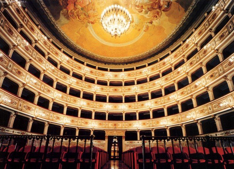 Teatro dell'Aquila di Fermo. Foto Turismo Marche