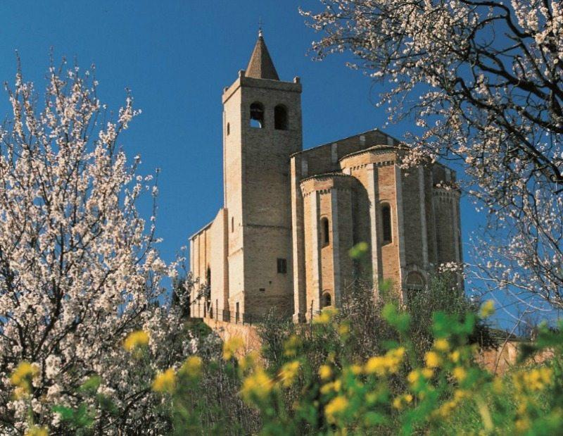 Santa Maria della Rocca Offida © Foto Turismo Marche