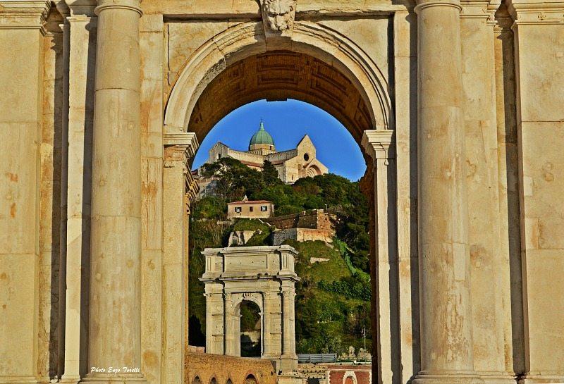 San Ciriaco e Arco di Traiano 02-03-2016 032