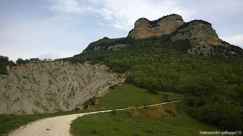 La strada per il Monte del'Ascensione  Foto © Alessandro Galloppa