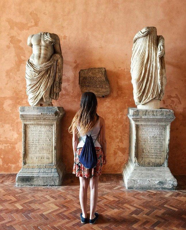 La statue acefale conservate nell'atrio comunale di Osimo