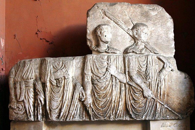 Reperto romano posto nel Lapidarium di Osimo
