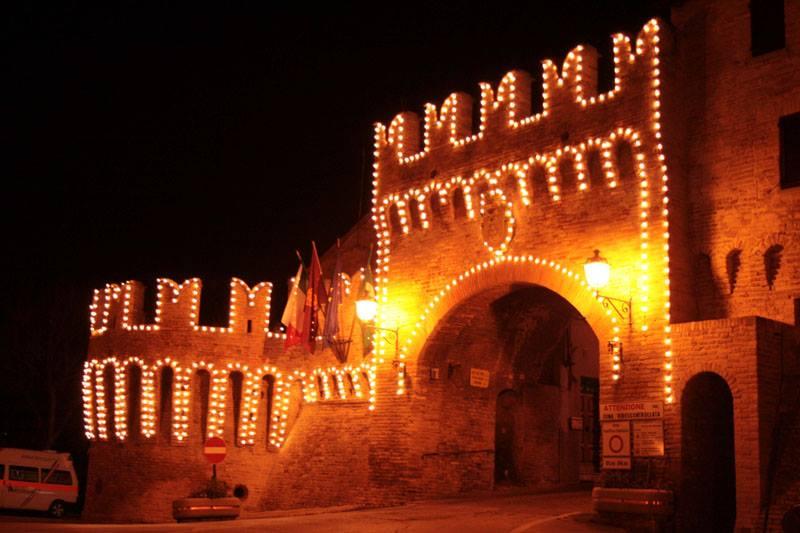castello di corinaldo illuminato