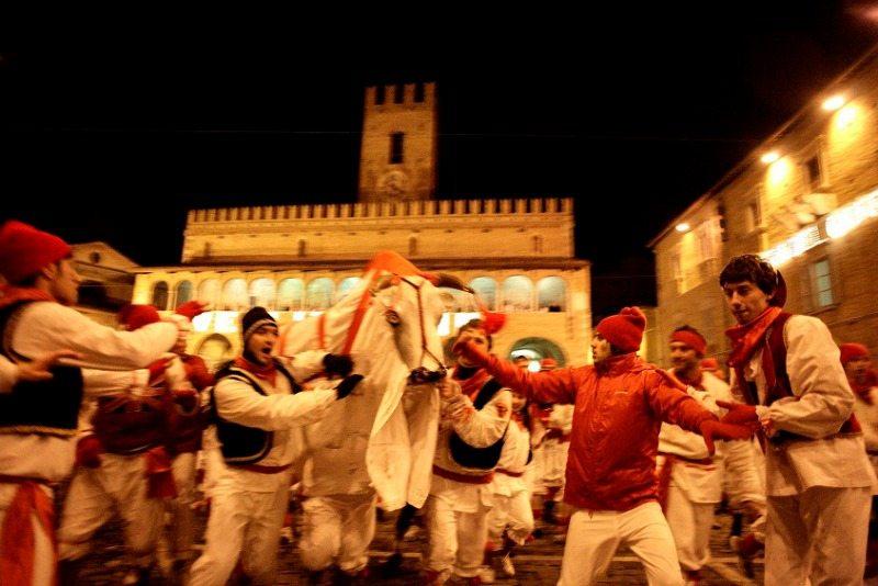 """""""Lu Bov fint"""" Carnevale Storico di Offida - Foto di Ignacio Maria Coccia"""