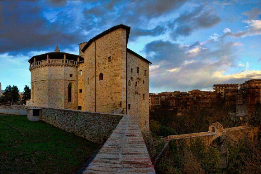 Ponte di Cecco e Forte Malatesta. Foto ©Musei Civici Ascoli Piceno