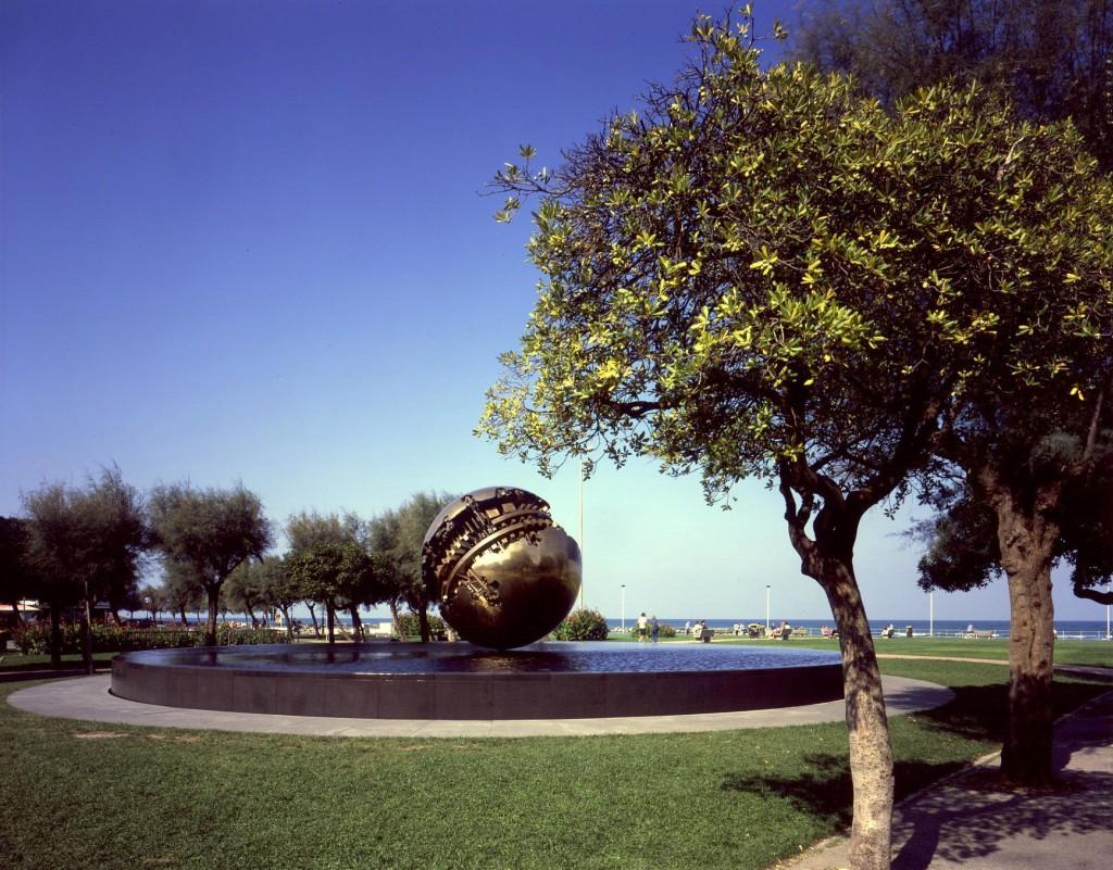 Pesaro-Sfera-Pomodoro-004