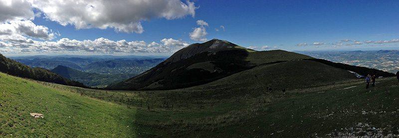 Monte Catria con visuale verso il Monte Acuto (Foto © Il Ponticello)