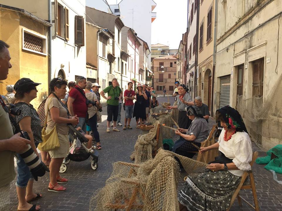 Strade di San Benedetto del Tronto photowalk 2016 con la tessitura delle reti da pesca