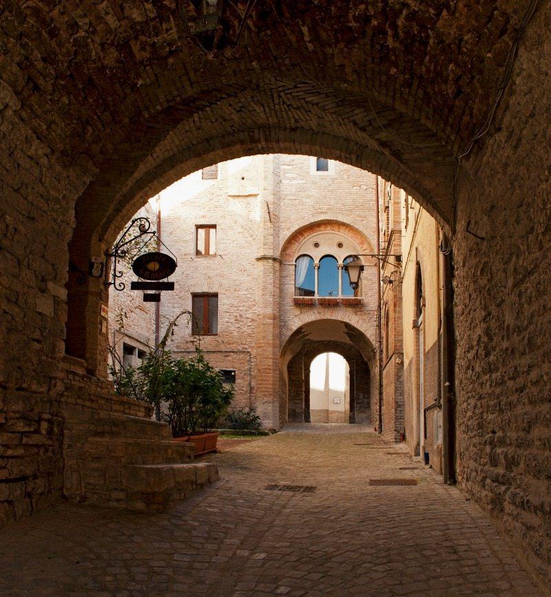 Vicolo di Santa Chiara a Sassoferrato - Foto di Serena Moretti