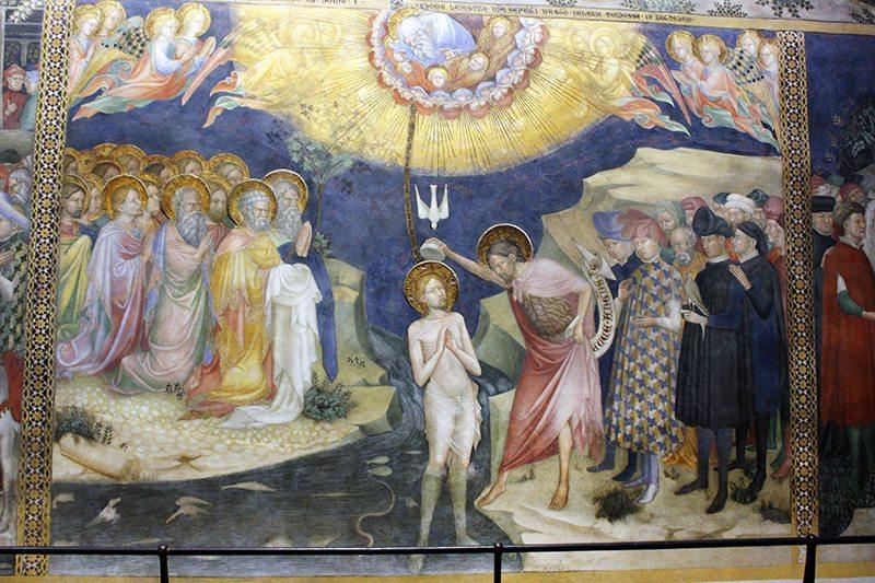 San Giovanni che battezza il Cristo, uno dei riquadri presenti sulla parete di destra dell'Oratorio