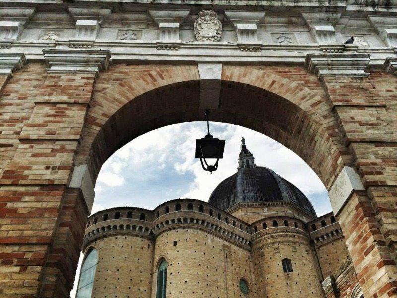 """Porta Marina, una delle porte di accesso alla """"cittadella della fede""""."""