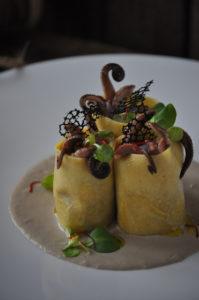 Paccheri di pasta fresca con moscardini e scarola e ristretto d'acciuga