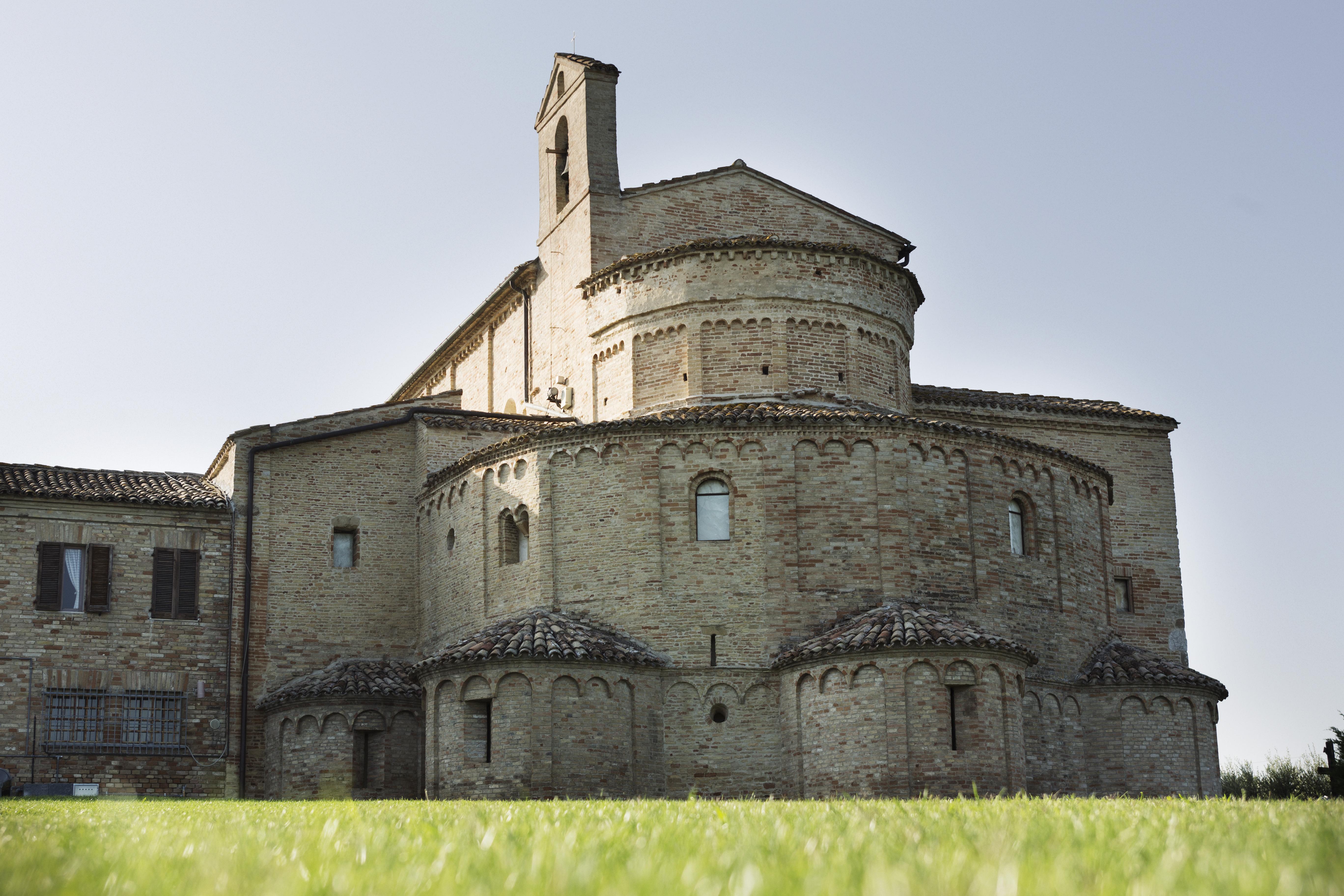 Santa Maria a Piè di Chienti, basilica romanica a Montecosaro Scalo