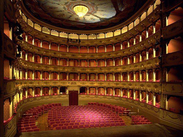 Teatro Rossini di Pesaro foto di Francesca Dego da Instagram