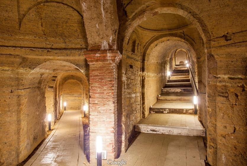 Passaggio fra due grotte - Grotte di Camerano